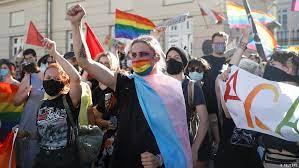 Pelangi Warnai Kota Warsawa, Serukan Untuk Stop Diskriminasi